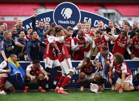 """""""Arsenal""""ın qazandığı kubok yerə düşüb, aşağı hissəsi qopub – FOTO"""