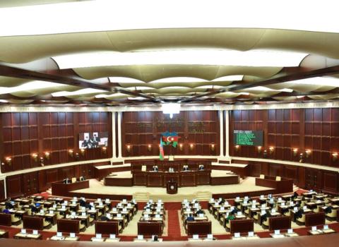 Parlamentin buraxılma ehtimalları: Ölkədə nə baş verir?