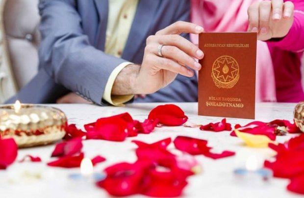 Bu gün evlənən cütlük nikah şəhadətnaməsini itirdi – FOTO