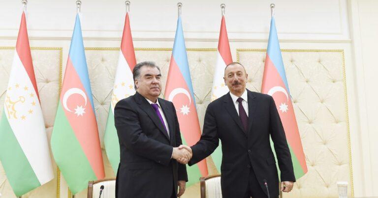 Prezident Emoməli Rəhmonu TƏBRİK ETDİ